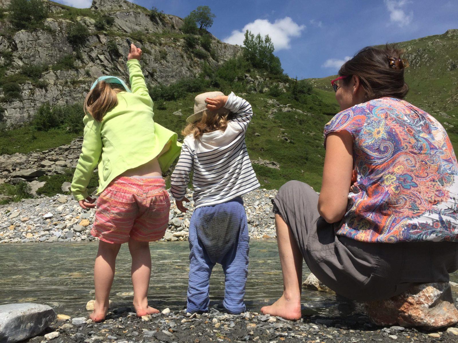 L'enfant prend conscience de son corps en mouvement et également de ses capacités à faire